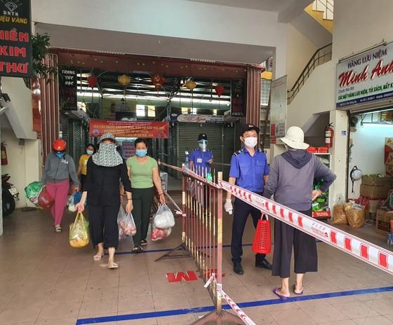 Đà Nẵng: Ngày đầu đi chợ bằng thẻ theo ngày chẵn lẻ ảnh 6