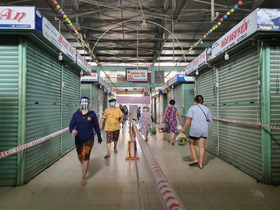 Đà Nẵng: Ngày đầu đi chợ bằng thẻ theo ngày chẵn lẻ ảnh 7