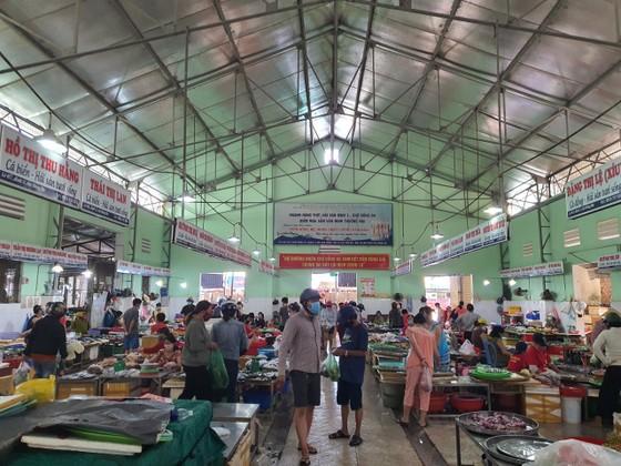 Đà Nẵng: Ngày đầu đi chợ bằng thẻ theo ngày chẵn lẻ ảnh 9