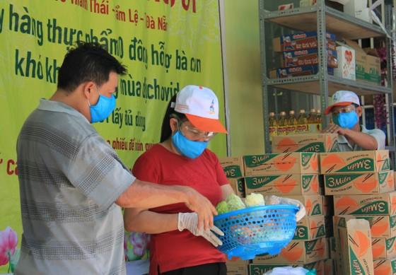 Quầy thực phẩm 0 đồng giúp đỡ người khó khăn trong dịch Covid-19 ảnh 7