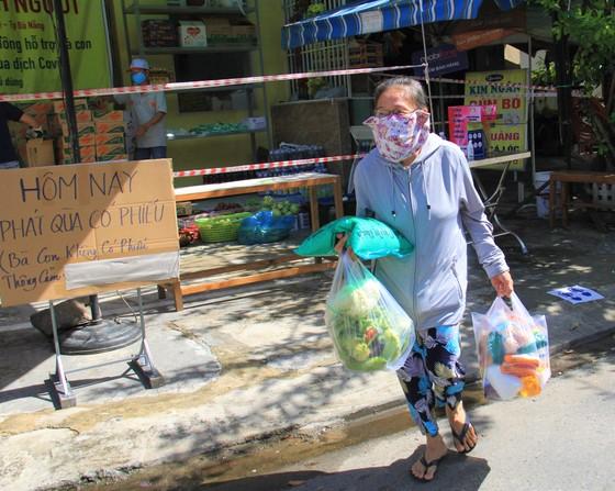 Quầy thực phẩm 0 đồng giúp đỡ người khó khăn trong dịch Covid-19 ảnh 18