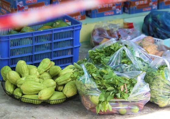 Quầy thực phẩm 0 đồng giúp đỡ người khó khăn trong dịch Covid-19 ảnh 3