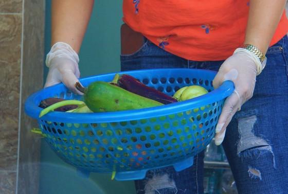 Quầy thực phẩm 0 đồng giúp đỡ người khó khăn trong dịch Covid-19 ảnh 10
