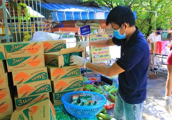 Quầy thực phẩm 0 đồng giúp đỡ người khó khăn trong dịch Covid-19 ảnh 8