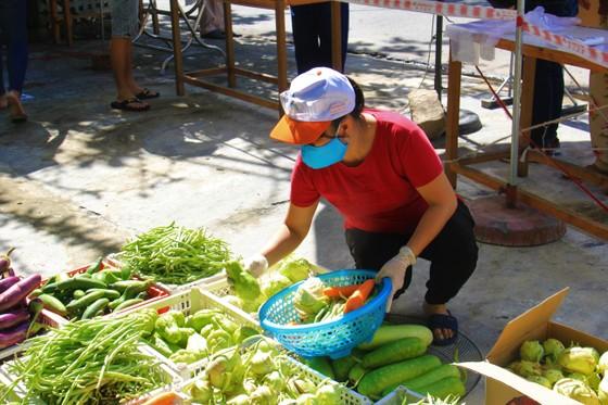 Quầy thực phẩm 0 đồng giúp đỡ người khó khăn trong dịch Covid-19 ảnh 13