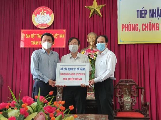 """Đà Nẵng tiếp nhận hơn 4 tỷ đồng từ chương trình """"Đà Nẵng, Quảng Nam – Triệu con tim hướng về"""" ảnh 2"""