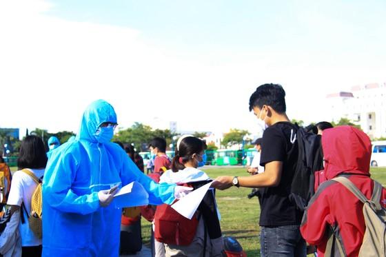 Đưa hơn 700 người Quảng Ngãi tại Đà Nẵng về quê ảnh 6