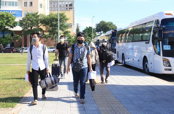 Đưa hơn 700 người Quảng Ngãi tại Đà Nẵng về quê ảnh 8