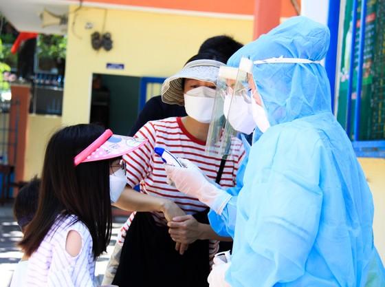 Gần 2.200 người nước ngoài được xét nghiệm Covid-19 tại quận Sơn Trà ảnh 4