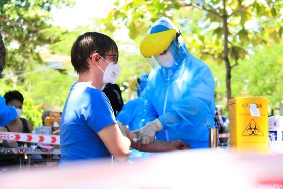 Gần 2.200 người nước ngoài được xét nghiệm Covid-19 tại quận Sơn Trà ảnh 8