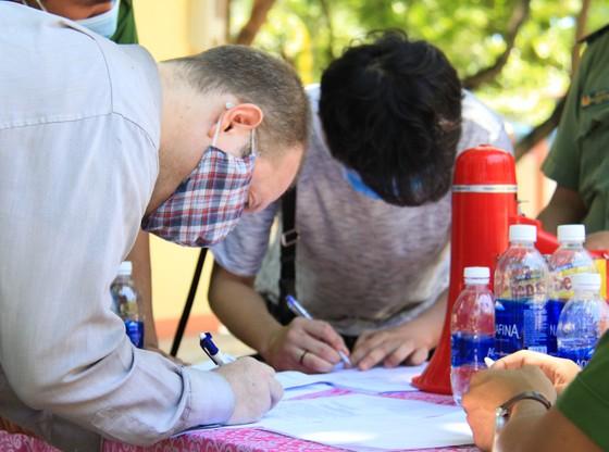Gần 2.200 người nước ngoài được xét nghiệm Covid-19 tại quận Sơn Trà ảnh 3