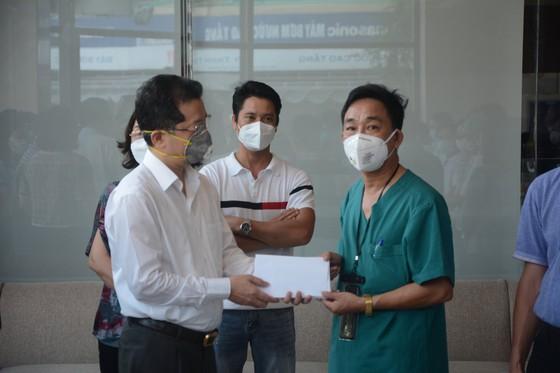 Đà Nẵng: Tiễn đoàn y, bác sĩ tiếp viện của Bình Định và Thừa Thiên-Huế ảnh 1