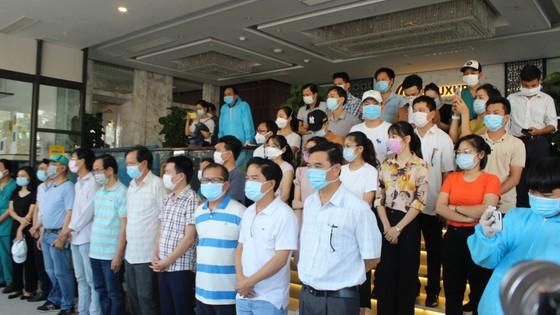 Đà Nẵng: Tiễn đoàn y, bác sĩ tiếp viện của Bình Định và Thừa Thiên-Huế ảnh 2