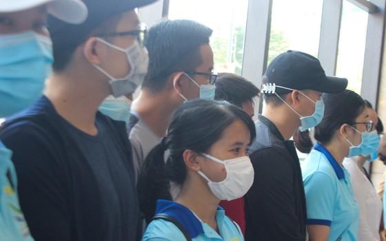 Đà Nẵng: Tiễn đoàn y, bác sĩ tiếp viện của Bình Định và Thừa Thiên-Huế ảnh 3