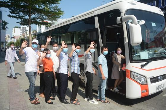 Đà Nẵng: Tiễn đoàn y, bác sĩ tiếp viện của Bình Định và Thừa Thiên-Huế ảnh 4