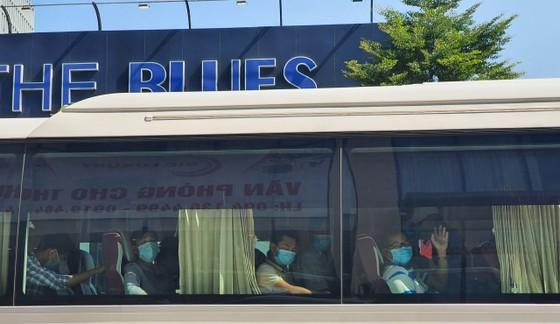Đà Nẵng: Tiễn đoàn y, bác sĩ tiếp viện của Bình Định và Thừa Thiên-Huế ảnh 6