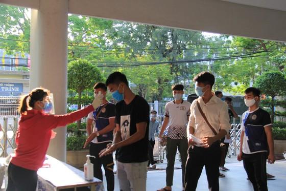 Gần 11.000 thí sinh thi tốt nghiệp THPT đợt 2 được lấy mẫu xét nghiệm Covid-19 tại Đà Nẵng ảnh 2