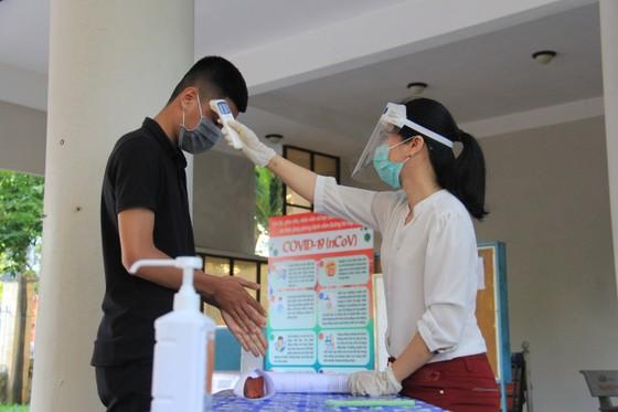 Gần 11.000 thí sinh thi tốt nghiệp THPT đợt 2 được lấy mẫu xét nghiệm Covid-19 tại Đà Nẵng ảnh 3