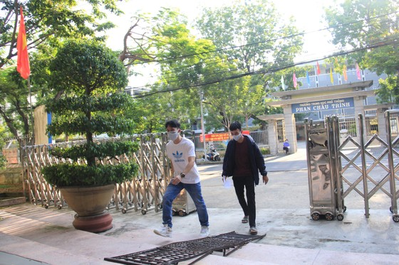 Gần 11.000 thí sinh thi tốt nghiệp THPT đợt 2 được lấy mẫu xét nghiệm Covid-19 tại Đà Nẵng ảnh 1