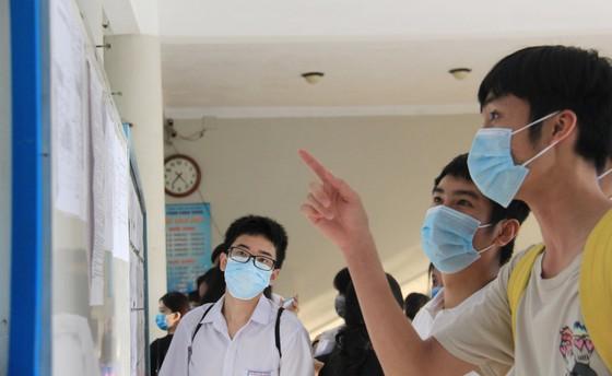 Gần 11.000 thí sinh thi tốt nghiệp THPT đợt 2 được lấy mẫu xét nghiệm Covid-19 tại Đà Nẵng ảnh 9
