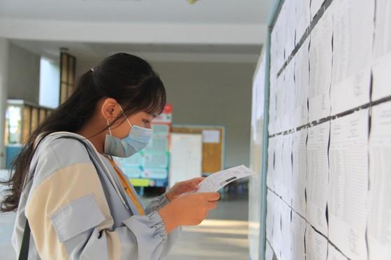 Gần 11.000 thí sinh thi tốt nghiệp THPT đợt 2 được lấy mẫu xét nghiệm Covid-19 tại Đà Nẵng ảnh 7