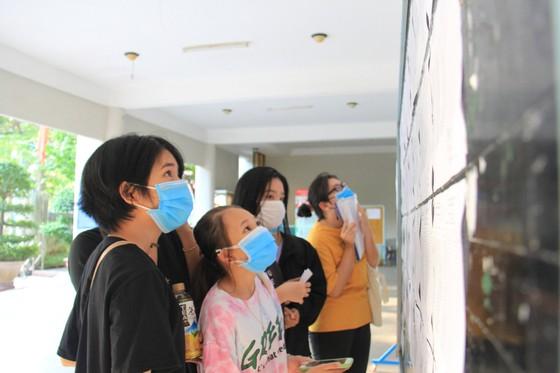 Gần 11.000 thí sinh thi tốt nghiệp THPT đợt 2 được lấy mẫu xét nghiệm Covid-19 tại Đà Nẵng ảnh 8