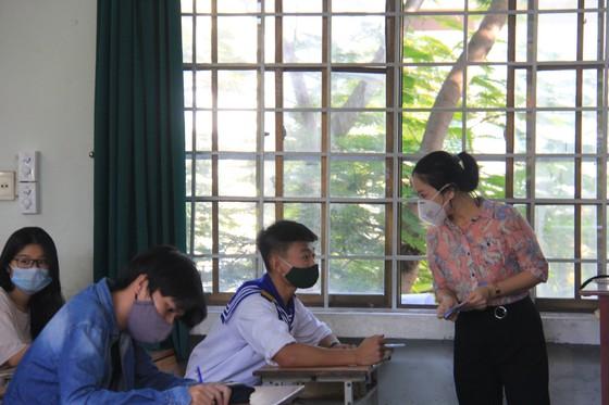 Gần 11.000 thí sinh thi tốt nghiệp THPT đợt 2 được lấy mẫu xét nghiệm Covid-19 tại Đà Nẵng ảnh 12