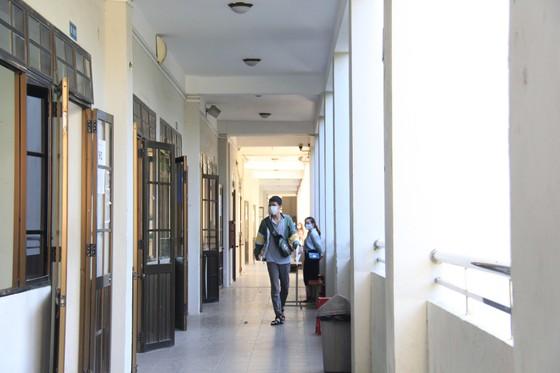 Gần 11.000 thí sinh thi tốt nghiệp THPT đợt 2 được lấy mẫu xét nghiệm Covid-19 tại Đà Nẵng ảnh 10