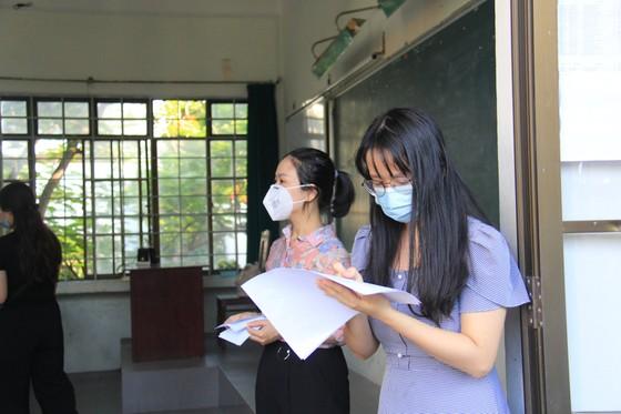 Gần 11.000 thí sinh thi tốt nghiệp THPT đợt 2 được lấy mẫu xét nghiệm Covid-19 tại Đà Nẵng ảnh 11