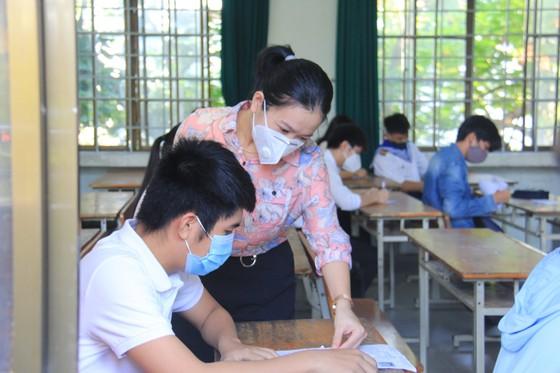 Gần 11.000 thí sinh thi tốt nghiệp THPT đợt 2 được lấy mẫu xét nghiệm Covid-19 tại Đà Nẵng ảnh 14