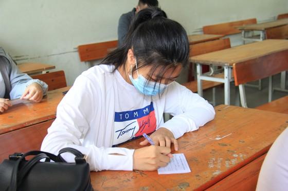 Gần 11.000 thí sinh thi tốt nghiệp THPT đợt 2 được lấy mẫu xét nghiệm Covid-19 tại Đà Nẵng ảnh 15