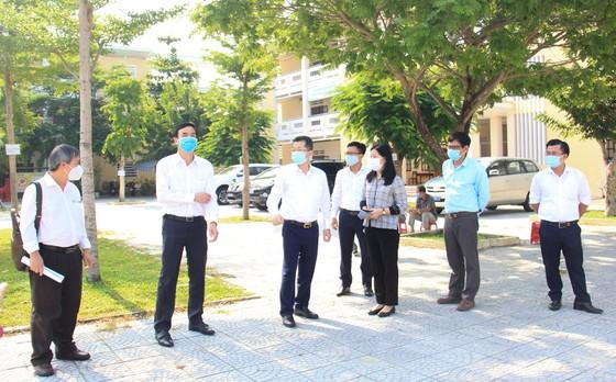 Lãnh đạo TP Đà Nẵng kiểm tra các điểm thi tốt nghiệp THPT năm 2020 đợt 2 ảnh 1