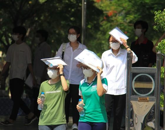 Gần 11.400 thí sinh Đà Nẵng, Quảng Ngãi hoàn thành môn thi đầu tiên kỳ thi tốt nghiệp THPT đợt 2 ảnh 11