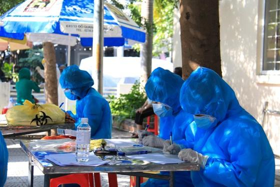 Đà Nẵng thực hiện sớm xét nghiệm SARS-CoV-2 diện rộng theo hộ gia đình ảnh 11