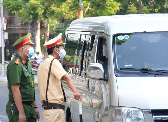 Gần 11.400 thí sinh Đà Nẵng, Quảng Ngãi hoàn thành môn thi đầu tiên kỳ thi tốt nghiệp THPT đợt 2 ảnh 8