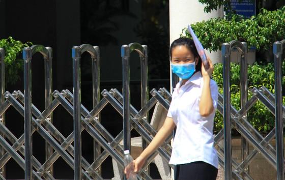 Gần 11.400 thí sinh Đà Nẵng, Quảng Ngãi hoàn thành môn thi đầu tiên kỳ thi tốt nghiệp THPT đợt 2 ảnh 12
