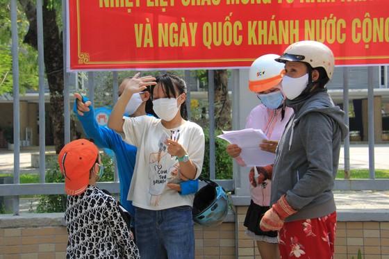 Gần 11.400 thí sinh Đà Nẵng, Quảng Ngãi hoàn thành môn thi đầu tiên kỳ thi tốt nghiệp THPT đợt 2 ảnh 15