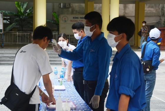 Gần 11.400 thí sinh Đà Nẵng, Quảng Ngãi hoàn thành môn thi đầu tiên kỳ thi tốt nghiệp THPT đợt 2 ảnh 4
