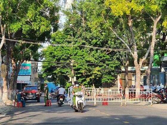 Gần 11.400 thí sinh Đà Nẵng, Quảng Ngãi hoàn thành môn thi đầu tiên kỳ thi tốt nghiệp THPT đợt 2 ảnh 1