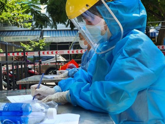 Đà Nẵng thực hiện sớm xét nghiệm SARS-CoV-2 diện rộng theo hộ gia đình ảnh 15