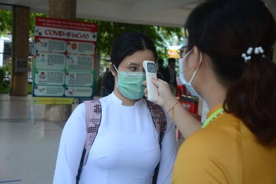Học sinh Đà Nẵng đi học trở lại sau thời gian giãn cách do Covid-19 ảnh 8
