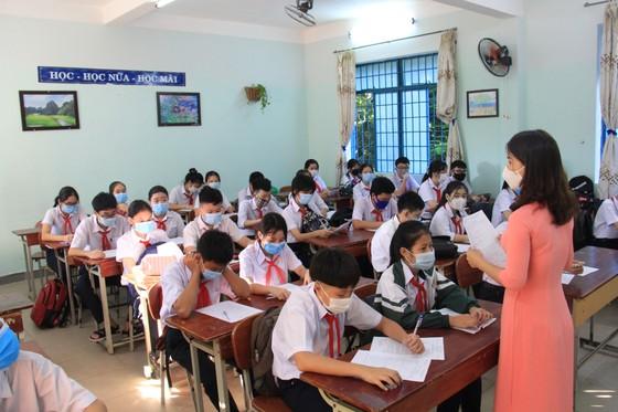 Học sinh Đà Nẵng đi học trở lại sau thời gian giãn cách do Covid-19 ảnh 4