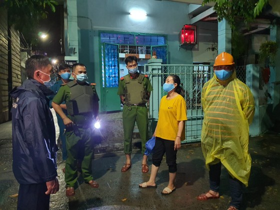 Đà Nẵng vận động sơ tán người dân đến nơi trú ẩn an toàn  ảnh 10