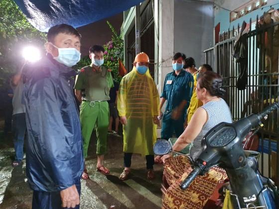 Đà Nẵng vận động sơ tán người dân đến nơi trú ẩn an toàn  ảnh 7