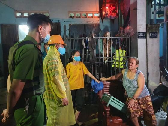 Đà Nẵng vận động sơ tán người dân đến nơi trú ẩn an toàn  ảnh 9
