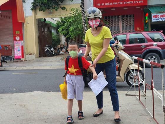 Đà Nẵng: Học sinh tiểu học, trẻ mầm non quay lại trường sau dịch bệnh ảnh 13