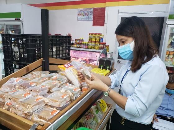 Đà Nẵng tăng cường kiểm tra cơ sở sản xuất kinh doanh bánh trung thu ảnh 3