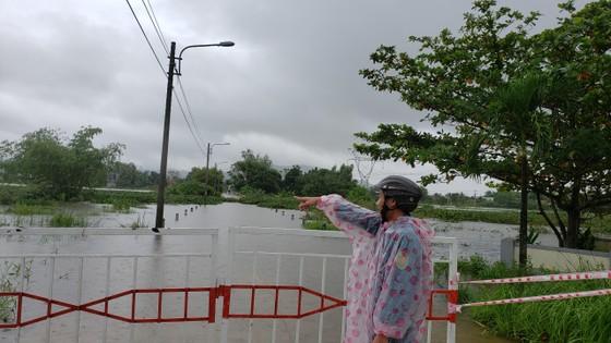 Đà Nẵng họp ứng phó với vùng áp thấp và mưa lớn diện rộng trên địa bàn ảnh 4