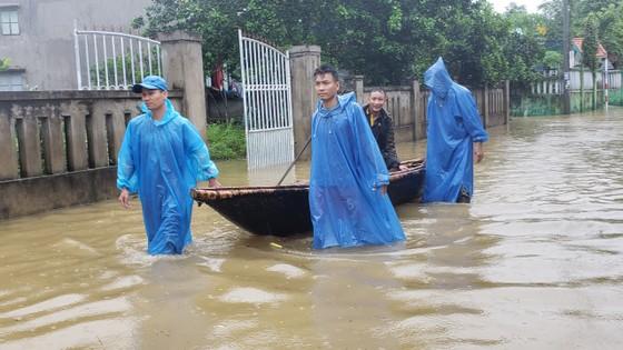 Đà Nẵng họp ứng phó với vùng áp thấp và mưa lớn diện rộng trên địa bàn ảnh 2