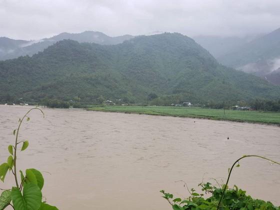 Đà Nẵng họp ứng phó với vùng áp thấp và mưa lớn diện rộng trên địa bàn ảnh 1